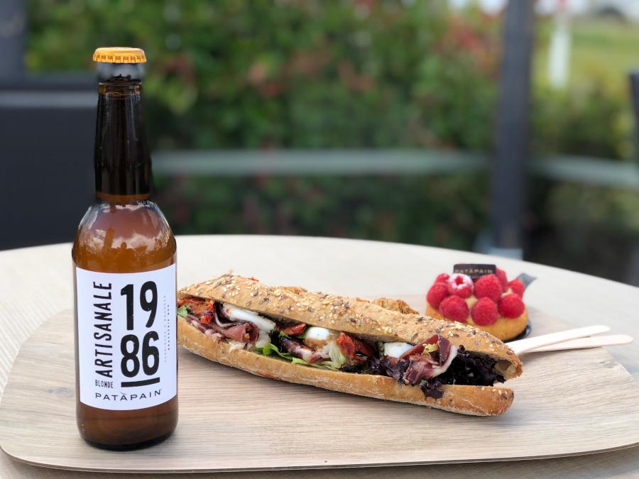 Photo d'une bière 1986 avec un sandwich